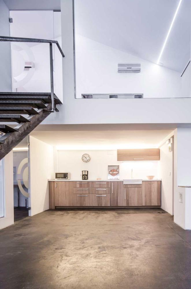 Alquiler de diferentes salas del espacio divididas en 2 alturas de azotea y con 280 m² de superficie.