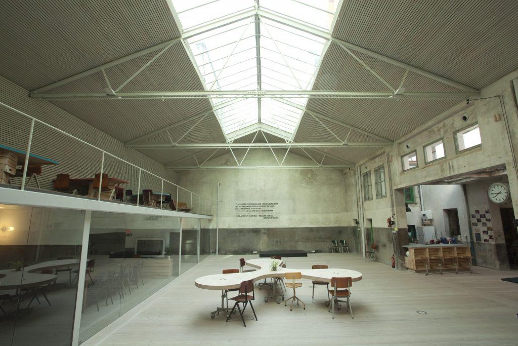 El alquiler de la sala Cocrea de Madrid permite organizarla a nuestro gusto gracias a su mobiliario multifuncional ideal para talleres y sesiones de formación