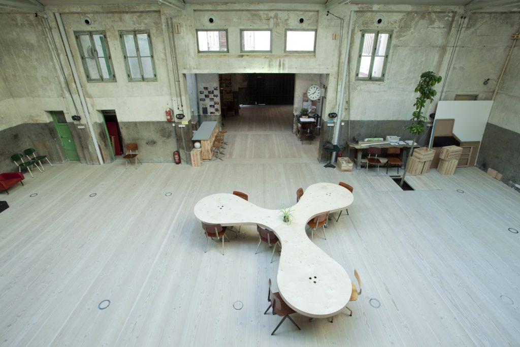 Este Garaje Inustrial es ideal para alquilar en Madrid y facilitar el trabajo creativo y en equipo de nuestros trabajadores.