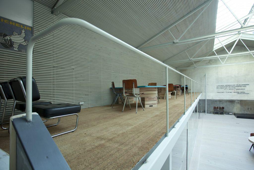 Alquiler de espacio sostenible y diáfano en Madrid que se completa con 4 salas de reuniones y una plataforma elevada de 40 m².