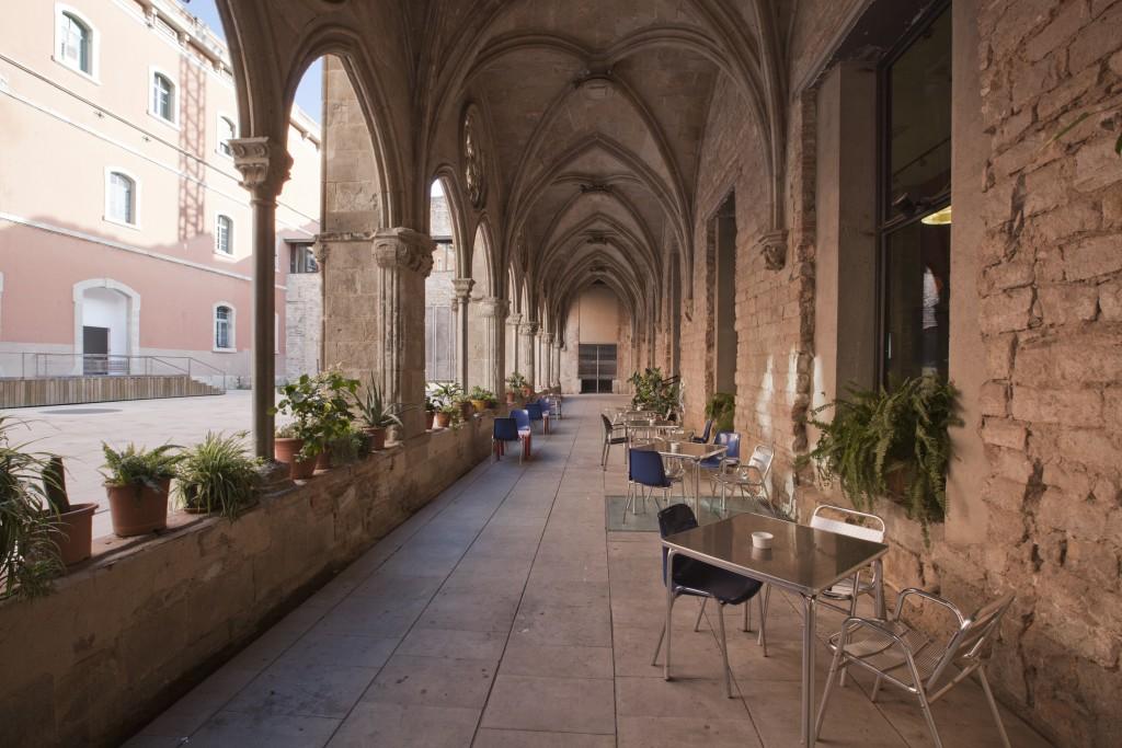 Alquiler de salas para 100 personas en showroom en un antiguo palacio de Barcelona perfecto para darle un toque único a tu exposición.