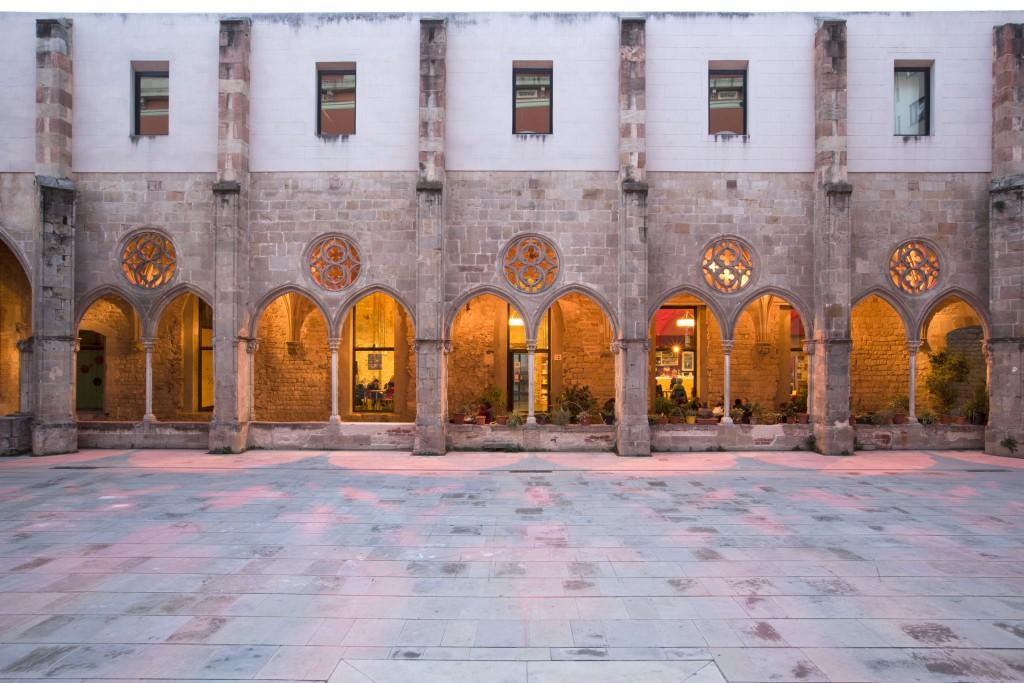 Alquiler de grandes salas de reuniones, showroom, ruedas de prensa y salones para conferencias y presentaciones en un antiguo palacio de Barcelona
