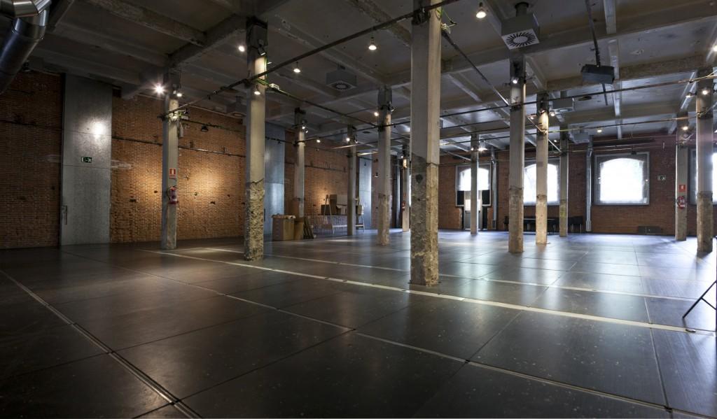 Alquiler en Madrid de la sala de las Columnas caracterizada por ser cuadrada y por tener luz natural perfecta para grandes eventos.