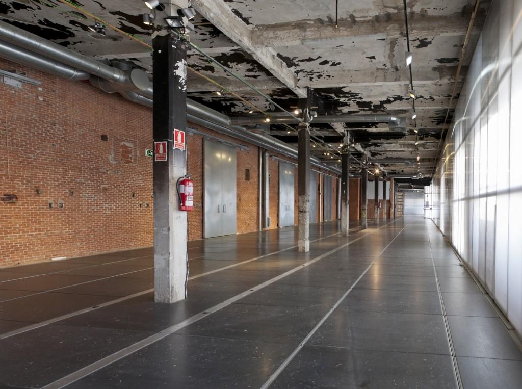 Alquiler de la sala Gran Nave industrial con estilo clásico para alquilar en el centro de Madrid, ideal para showroom o pop up store