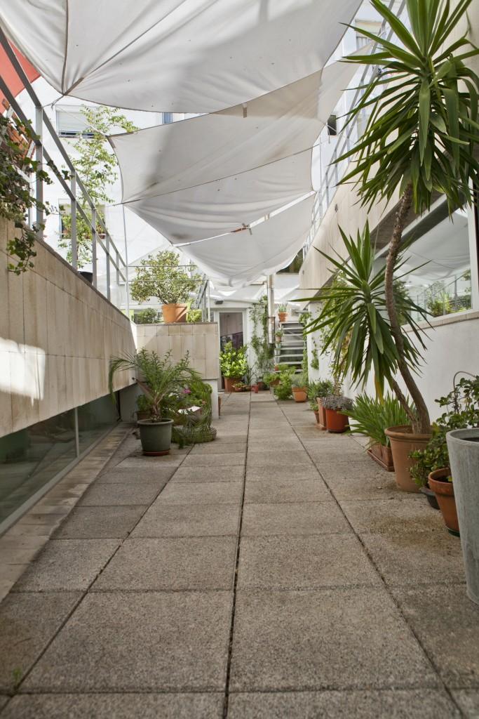 Alquiler de terraza en el centro de Madrid que cuenta con mas de 150 m² diáfanos al aire libre, siendo el espacio ideal para los eventos de 100 personas.