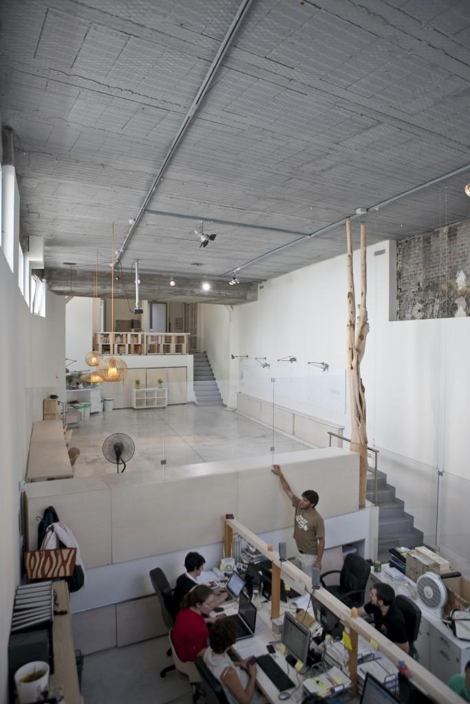 Alquiler de espacio coworkin en Madrid, sala diáfana ideal para varios puestos de trabajo.