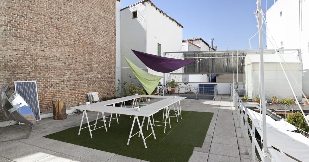 Espacio para alquilar en Madrid, cuenta con mobiliario y equipamiento audivisual