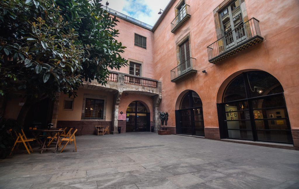 Antiguo patio gótico para alquilar en Barcelona con capacidad para 100 personas ideal para todo tipo de eventos y actos.