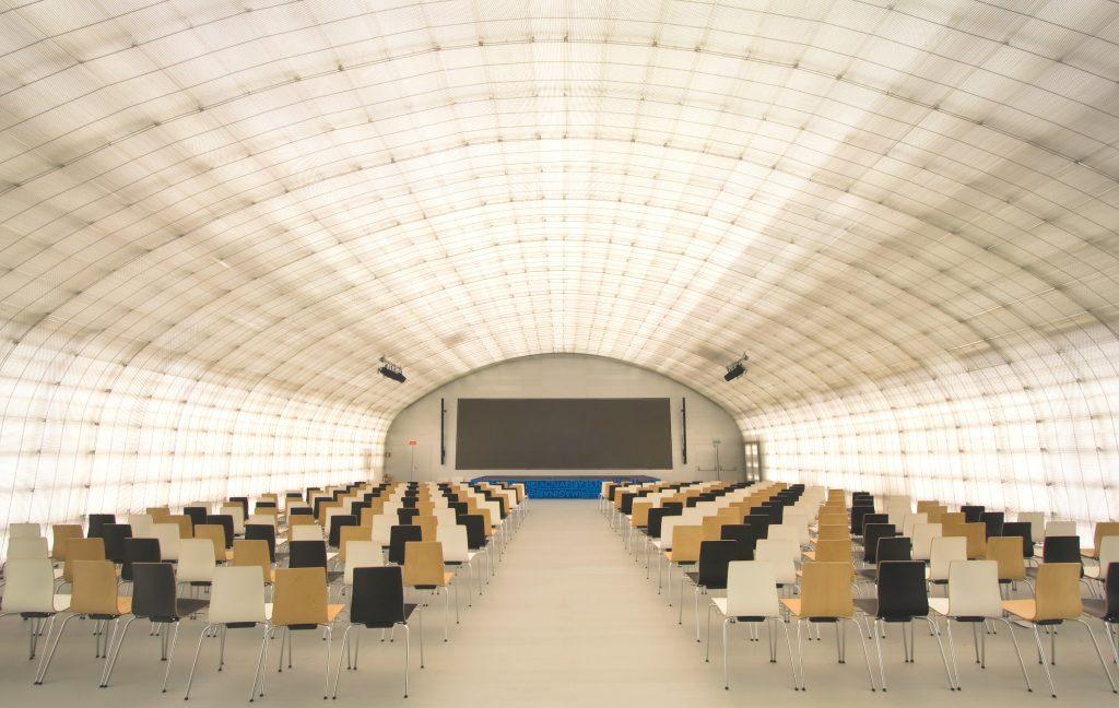 El alquiler del auditorio de la Casa del Lector cuenta con la última tecnología de proyección, iluminación, climatización y sonido para los diferentes eventos