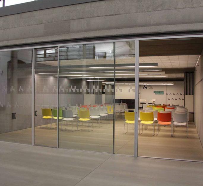 Sala auxilar al auditorio para reuniones, protocolo, camerinos para alquilar en Madrid