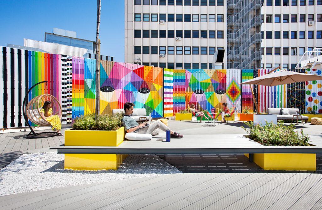 Alquiler de la Terraza LOOM Princesa en el centro de Madrid con estilo street art ideal para fomentar la creatividad